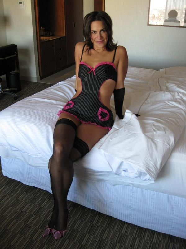 Mature hot wife dating black guy in hotel room 8